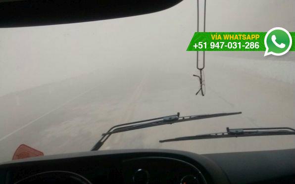 Fuertes vientos afectan la visión de conductores en Moquegua (Foto: WhatsApp El Comercio)
