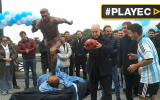 Con estatua como homenaje piden a Messi no dejar la albiceleste