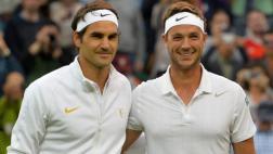Federer avanzó en Wimbledon tras vencer a un profesor de tenis