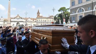 Bud Spencer fue despedido entre aplausos y música en Roma