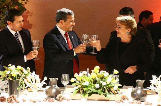 Ollanta Humala y PPK participaron en cena ofrecida por Bachelet