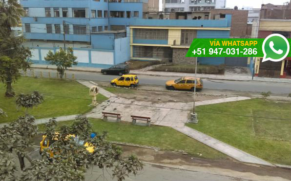 Conductores usan parque para estacionar y dormir (Foto: WhatsApp El Comercio)