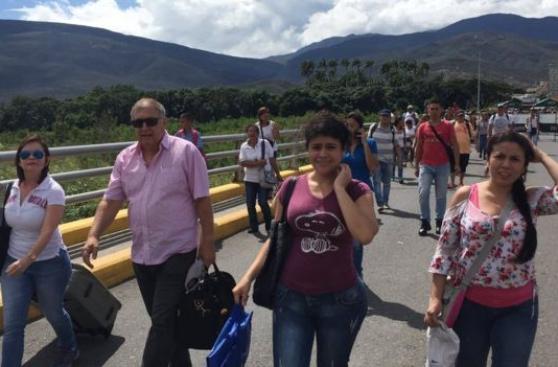 Más de 35 mil venezolanos cruzan a Colombia para comprar comida