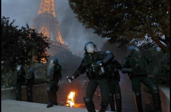 Francia: Los graves disturbios en la Torre Eiffel [FOTOS]
