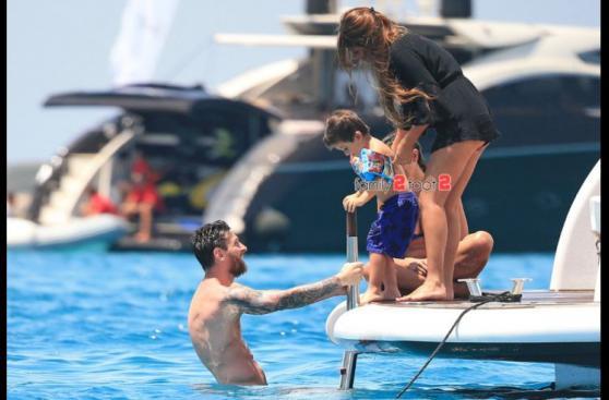 Lionel Messi disfruta vacaciones en familia en playas de Ibiza