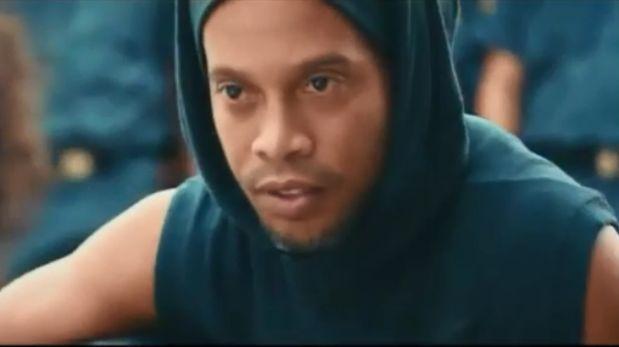 Favelas, violencia, apremio policial y acción extrema: el polémico spot de Ronaldinho para Río 2016