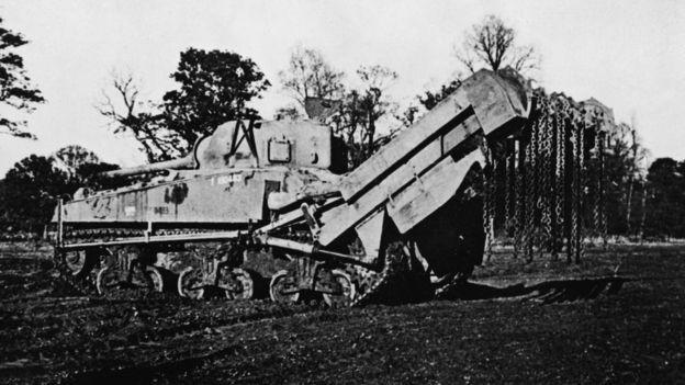 Este tanque fue vital para limpiar el terreno de minas y alambre de púas.