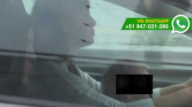 Mujer condujo por la Vía Expresa con un bebe en las piernas