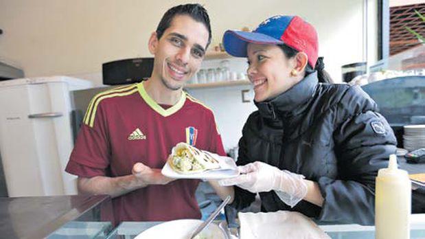 Angie y Eleazar en su restaurante Delizia Café, ubicado en la calle Berlín de Miraflores. (Nancy Chapell / El Comercio)