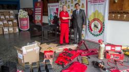 Donan equipos de protección a bomberos tras cruzada solidaria
