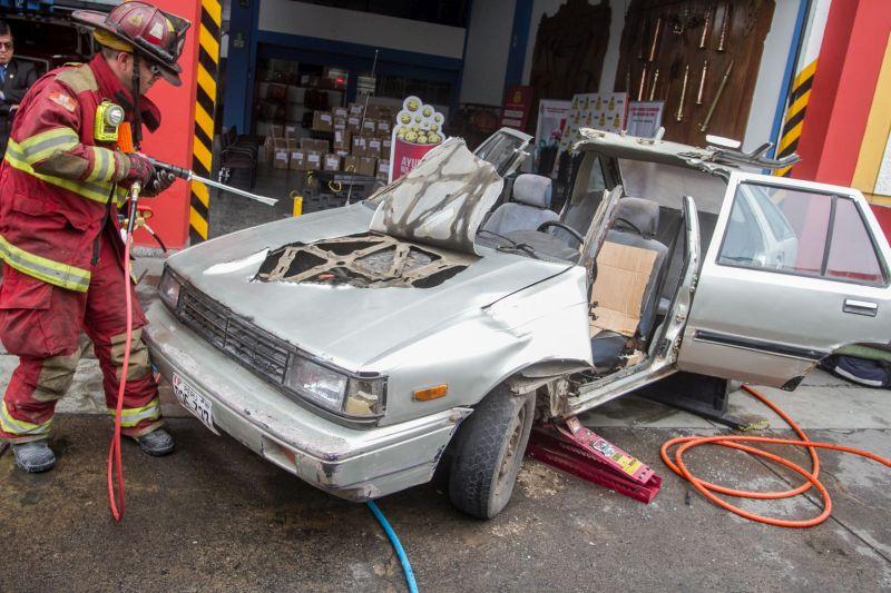 Los bomberos del Cuerpo General de Voluntarios del Perú (CGBVP) recibieron modernos equipos de protección por un valor estimado de 500 mil soles. (Difusión)