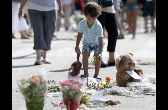 Niza: Una marea humana recuerda a las 84 víctimas del terror