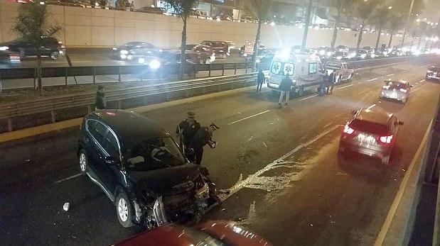 Accidente vehicular congestionó la avenida Javier Prado [VIDEO]