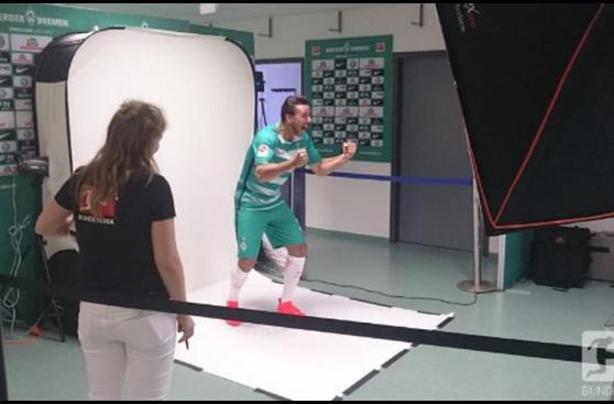 Claudio Pizarro se divirtió en sesión de fotos de Werder Bremen