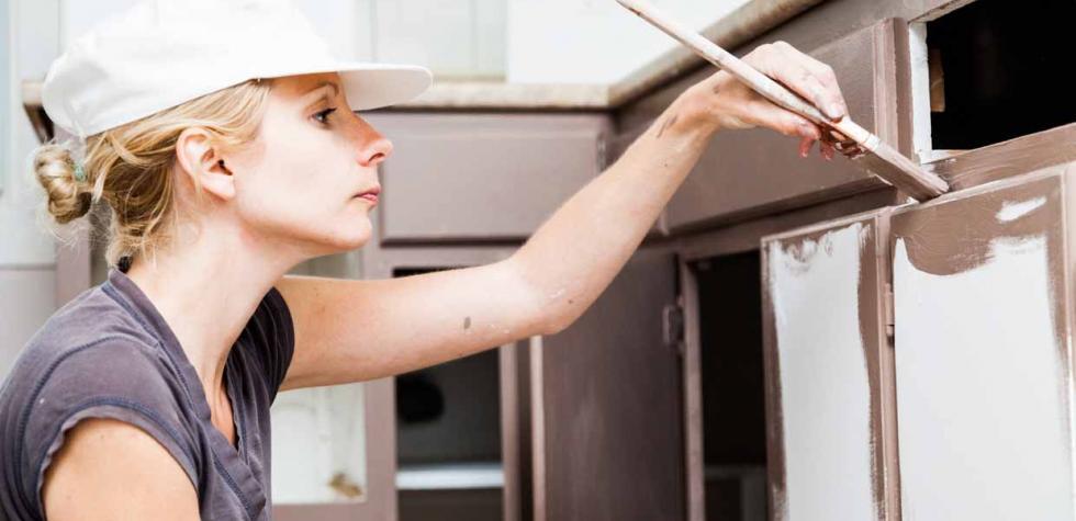 Pinta los gabinetes de tu cocina en 5 pasos