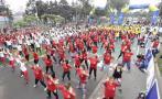 Fiestas Patrias: forman bandera peruana en aerotón de Lima
