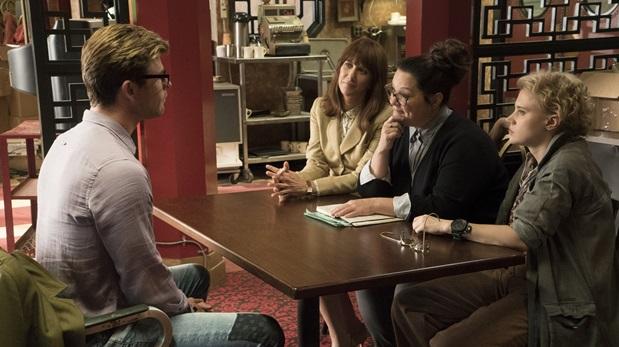 Chris Hemsworth, Kristen Wiig, Melissa McCarthy y Kate McKinnon en escena de