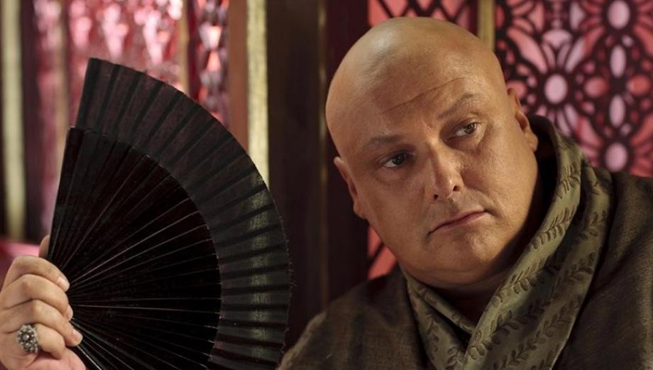 """Varys de """"Game of Thrones"""" sorprendió con este look en Comic Con"""