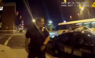 Pokémon GO: Se estrella con auto policía por distraído [VIDEO]