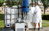 Científicos crean máquina que convierte orina en agua potable