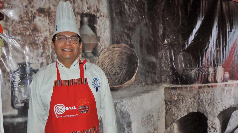 «Fuera tenemos la posibilidad de buscar alternativas, pero definitivamente jamás  se logrará el sabor y la sazón de nuestras cocinas», comenta el chef docente, Angelo Ortiz. (FOTO: El Comercio)
