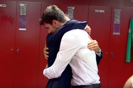André Gomes vivió presentación llena de emociones en Barcelona