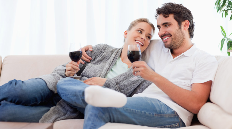No creerás lo que tomar junto a tu pareja dice de tu relación