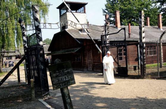 Así fue la visita del papa Francisco al campo de Auschwitz