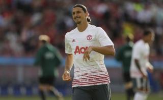 Zlatan anotó su primer gol en Manchester tras genial pirueta