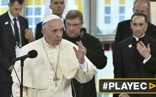 """Papa Francisco: Los jóvenes """"confunden felicidad con un sofá"""""""
