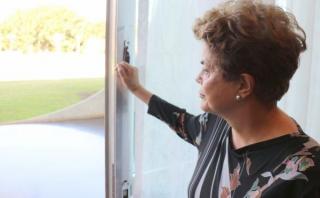 Dilma: Seré la primera mujer que no se dio un tiro ni renunció