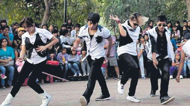 El parque Castilla era punto de encuentro para grupos de jóvenes aficionados al K-pop y salsa. (El Comercio)