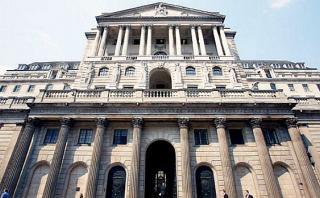 Banco de Inglaterra recorta tasas por primera vez desde 2009