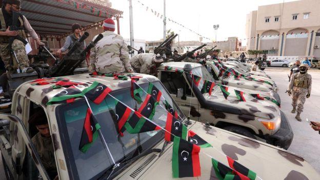 Combatientes islamistas forman Amanecer Libio, una de las principales fuerzas contra el EI. (Foto: AFP)
