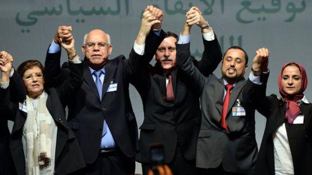 Políticos rivales han formado una administración de unidad que en realidad tiene poco poder real sobre el conjunto del país. (Foto: AFP)