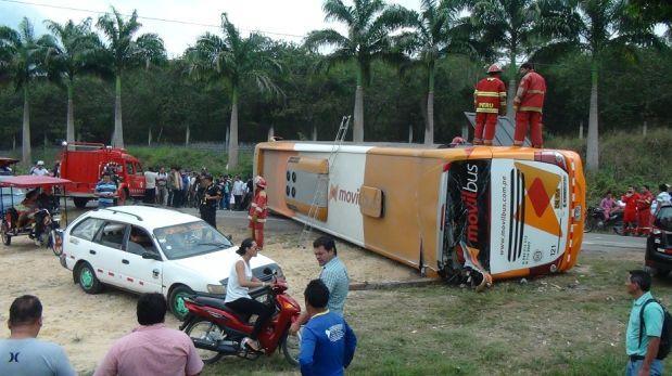 Tarapoto: 7 pasajeros salvan de morir tras vuelco de ómnibus