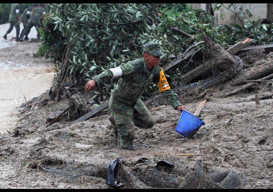 Suman 49 personas fallecidas por paso de 'Earl' por México 1456124