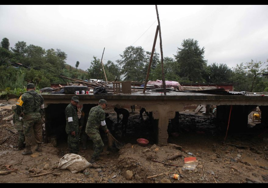 Suman 49 personas fallecidas por paso de 'Earl' por México 1456126