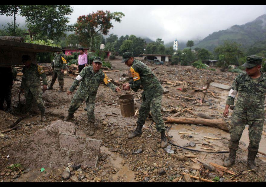 Suman 49 personas fallecidas por paso de 'Earl' por México 1456127