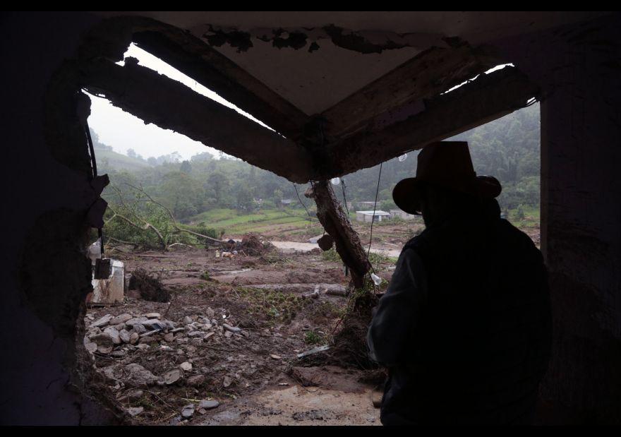 Suman 49 personas fallecidas por paso de 'Earl' por México 1456143