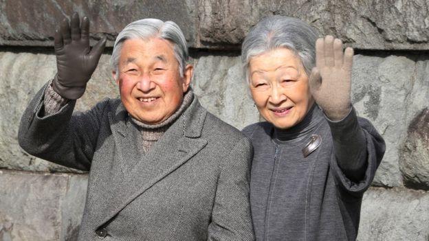 El emperador y la emperatriz han presidido sobre un período de rápidos cambios en Japón, marcado por un mayor acercamiento al público. (Foto: AP)