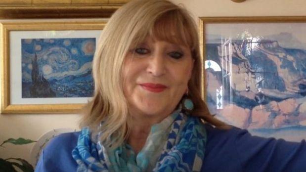 Desde que el riñón fue trasplantado, Sue Westhead debe tomar 20 píldoras diarias. (Foto: BBC)