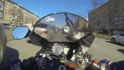 Motociclista conduce a 150 km/h entre carriles y se accidenta