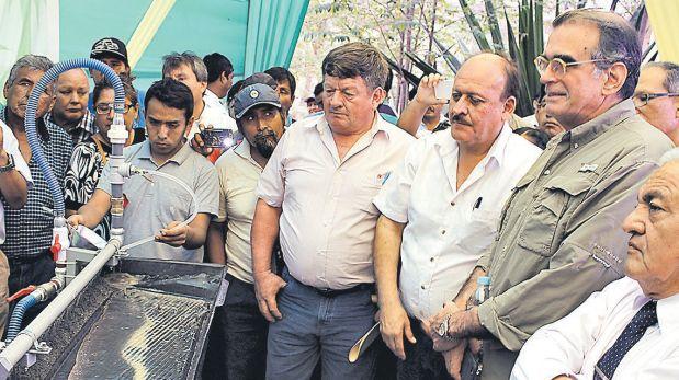 El congresista Pedro Olaechea (camisa verde) criticó normas legislativas creadas por gobierno de Humala. (Archivo El Comercio)