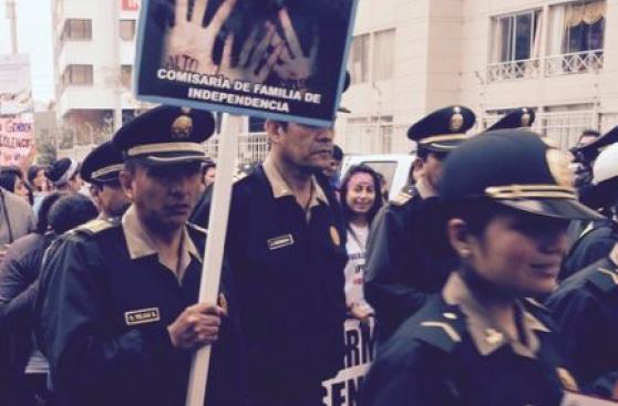 #NiUnaMenos: policía participó así en la marcha multitudinaria