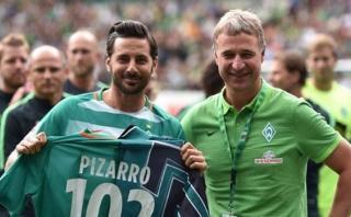 Claudio Pizarro recibió homenaje en Alemania por Werder Bremen