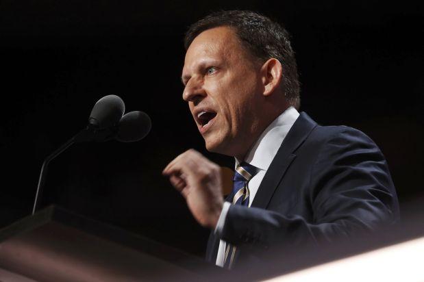 Peter Thiel vendió 20 millones de sus acciones en Facebook el año 2012. (Reuters)
