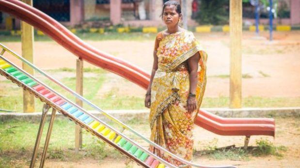 Jothi Lakshmi rentó su vientre para alimentar a sus hijos luego de que su marido se fue de casa por un tiempo. Dice que sintió mal durante más de dos años por la experiencia de separarse de su bebé. (BBC)