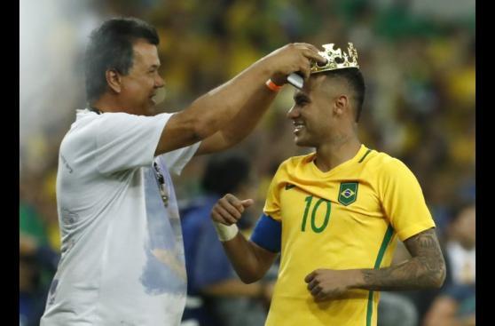 Así celebró Brasil primera medalla de oro en fútbol en Río 2016
