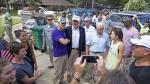 Trump visita Louisiana tras inundaciones y critica a Obama - Noticias de la parada